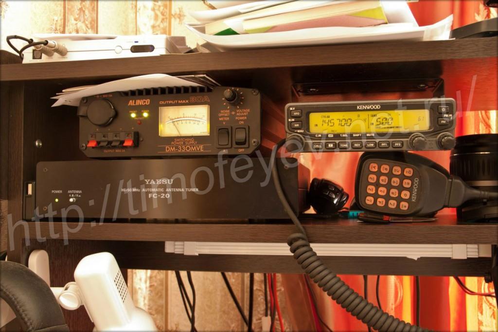 Kenwood TM-V71 в верхней стойке