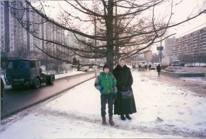 Я с сестрой на Можайском шоссе. Где-то 1995 год